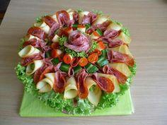 Meat Platter, Food Platters, Meat Appetizers, Appetizer Recipes, Entree Festive, Deco Buffet, Appetizer Buffet, Vegetable Snacks, Food Garnishes