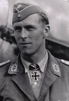 ■ Colonel HANNES TRAUTLOFT (1912-1995), commander Jagd-Geschwader 54, Knight's Cross on July 27, 1941. 58 victories on 560 missions. After the war Lieutenant General of the West-German Air Force.