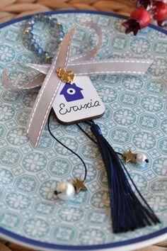 Γουρι με ξυλινο μοτιφ & κρυσταλλικες χαντρες Lucky Charm, Tassel Necklace, Charms, Jewelry, Jewlery, Jewerly, Schmuck, Jewels, Jewelery