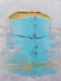 una barca azul y amarilla está flotando sobre el mar