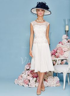 A-Line/Princess Scoop Neck Knee-Length Chiffon Mother of the Bride Dress With Lace (0085095823) - Vbridal
