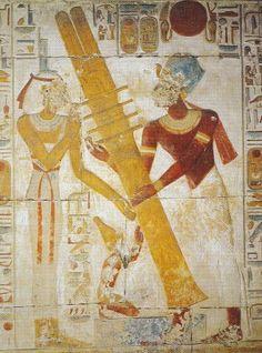 Rappresentazione geroglifica dell'innalzamento del Djed. Tempio di Sethos I, Abydos. Al geroglifico del Djed si accompagna spesso quello del Netjer. Foto di Sabina Marineo.