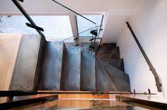 hybrid spiral, folded metal Escalier Design, Steel Stairs, Steel Plate, Steel Doors, Design Moderne, House 2, Architecture Details, Metal Walls, Sliding Doors