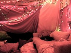 Surprise date night- pull all the sheets and blankets, order delivery and watch a movie in the fort you build together. 5 Steps To Building Your Own Epic Blanket Fort Fun Sleepover Ideas, Sleepover Party, Slumber Parties, Sleepover Crafts, Trampolines, My New Room, My Room, Cool Forts, Awesome Forts