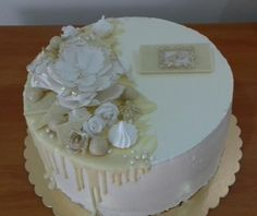Wedding cake with white chocolate, buttercream and fondant flowers