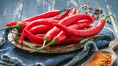 good diet for hemorrhoids - hemorrhoid miracle.hemorrhoids home treatment 8972480020 Spicy Recipes, Healthy Recipes, Chile Picante, Best Fat Burning Foods, Natural Fat Burners, Foods To Avoid, Calories, Stuffed Hot Peppers, Healthy Weight Loss
