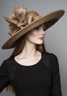 Rachel Trevor Morgan Millinery Autumn Winter 2015 Gold Italian straw hat with fine straw bows. I think this is a lovely hat. Very stylish. Fancy Hats, Cool Hats, Fascinator Hats, Fascinators, Headpieces, Stylish Hats, Kentucky Derby Hats, Church Hats, Wearing A Hat