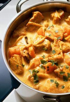 Lammragout mit Gemüse - Rezepte ohne Kohlenhydrate - Wer abends gern Fleisch isst, muss darauf nicht verzichten, wenn er möglichst keine Kohlenhydrate zu sich nehmen will. Dieses Rezept können Sie wunderbar vorbereiten und...