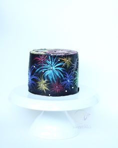 New Years Eve Fireworks cake! Made with buttercream. Would also be perfect for US of July and Canada Day! New Years Eve Fireworks cake! Made with buttercream. Would also be perfect for US of July and Canada Day! New Years Eve Cake, Fondant Cakes, Cupcake Cakes, Cupcakes, Dessert Nouvel An, Fireworks Cake, New Years Eve Fireworks, Chocolate Hazelnut Cake, 4th Of July Cake