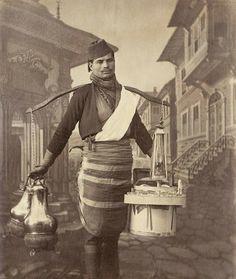 A Tea Seller in Istanbul, Bir Osmanlı Seyyar Çaycı, . Old Pictures, Old Photos, Vintage Photos, Foto Vintage, Ottoman Turks, Turkish People, Islam, History Photos, Ottoman Empire