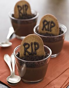 Are any of you having a Halloween party? These would make for perfect desserts! #halloween