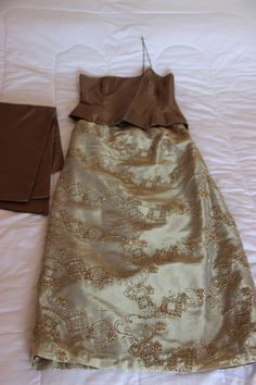 Ouro em duas peças. Vestido de madrinha chique!