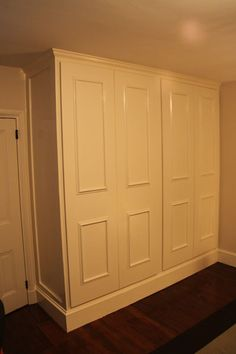 Google Image Result for http://www.yeagerwoodworking.com/Images/4x6/IMG_3269%2520Built-In%2520Closet.jpg