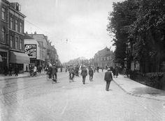 Gezicht in het begin van de Amsterdamsestraatweg te Utrecht, vanaf de Weerdsingel W.Z., na de demping van de Otterstroom, uit het zuidoosten.  ca 1926