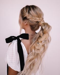 Try this braided pony hair tutorial. The key to this style is to really pull out the braid in the ponytail to make it bigger. We used the Classic set here for extra length and added the one clips around the top for the braids. Pulled Back Hairstyles, Work Hairstyles, Wedding Hairstyles For Long Hair, Everyday Hairstyles, Summer Hairstyles, Braided Hairstyles, Sporty Hairstyles, Bob Hairstyle, Short Hair