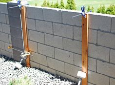 How To Attach Boards To A Cinder Block Fence To Make A Wood Slat Garden Wall With Planters, The Garden Glove Featured On Remodelaholic Modern Plant Stand, Diy Plant Stand, Wood Planters, Planter Boxes, Garden Planters, Cinder Block Walls, Gazebos, Garden Frogs, Walled Garden