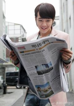 "JKS The Korean ""Independent Newspaper"" celebrates it's 58th Anniversary with a photo of JKS, reading it."