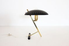 Lampe Louis Kalff édition Philips : http://www.galerie44.com/fr/collection/luminaires/lampe-louis-kalff-detail