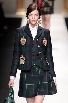 Fall 2013 Trends Plaid Moschino in 2020 Couture Fashion, Runway Fashion, High Fashion, Womens Fashion, Fashion Fashion, Kpop Fashion Outfits, Ulzzang Fashion, Moschino, Mode Harajuku