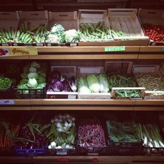 #italy #italia #market #grocerystore #vegetables #food #foodie #photography #color #colors #travel #instagram #iphone #gabriellawotherspoon