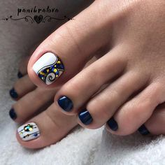 Toenail art designs with gemstones and rhinestones Image 2 - Diy Nail Designs Pretty Toe Nails, Cute Toe Nails, Fancy Nails, Toe Nail Art, Diy Nails, Pretty Pedicures, Toenail Art Designs, Diy Nail Designs, Fall Pedicure Designs