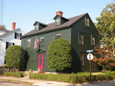 Newport RI Attractions - The Point - Largest concentration of colonial homes in the nation