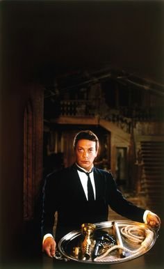 "Tim Curry as Wadsworth the butler in ""Clue"" (1985). En español, tenía el inflamable nombre de Cecilio."
