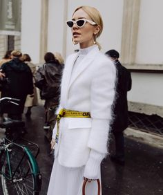 How to Wear: Off White belt Fashion Weeks, Fashion Week 2018, Fashion Outfits, Fashion Trends, Off White Fashion, Love Fashion, Autumn Fashion, All White Outfit, White Outfits