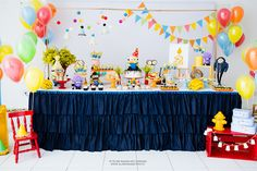 Olha que perfeita esta Festa Minions!!Muito amor por esta decoração.Imagens Frescurinhas Personalizadas.Lindas ideias e muita inspiração.Bjs, Fabíola Teles.Mais ideias lindas: Frescurinhas Per...