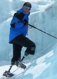 Amputee men 75576099968723946 - Mark Inglis, New Zealand – double amputee to climb Mt Everest! Much could be learned on courage from this man! Source by thecrazylegs Mountain Climbing, Rock Climbing, Monte Everest, Adaptive Sports, Mobility Aids, Disabled People, Ski Fashion, Long White Cloud, Courses