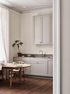 The Scandinavian Shaker Kitchen by Nordiska Kök (The Design Chaser) Interior Modern, Home Interior, Kitchen Interior, Interior Design, Design Blog, Küchen Design, Beautiful Kitchens, Cool Kitchens, Open Kitchens