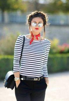 adorable-tenue-stylée-jean-noir-french-style-avec-foullard-chemise-rayée
