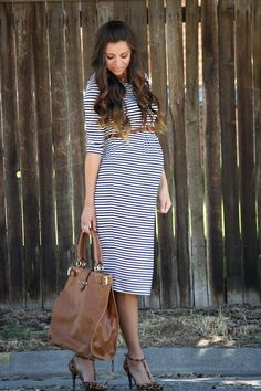 The use of a pre-pregnancy belt just sets off this maternity outfit ! Get the look from MotherhoodCloset.com for less than $27. Maternity Belt, Maternity Dresses, Maternity Fashion Wedding, Chic Maternity, Maternity Work Clothes, Maternity Styles, Fall Maternity, Pregnancy Wardrobe, Pregnancy Outfits