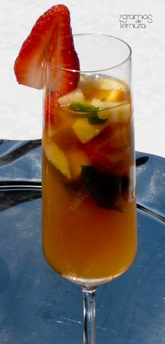 Com os dias de calor que se tem feito sentir, sabe mesmo bem uma bebida fresca. Aqui em casa temos bebidos litros de limona...