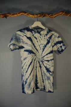 Hey, diesen tollen Etsy-Artikel fand ich bei https://www.etsy.com/de/listing/500466533/true-vintage-90er-shirt-batik-140-xs
