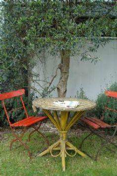 Cute outdoor table and chairs