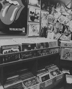 Black Aesthetic Wallpaper, Black And White Aesthetic, Aesthetic Colors, Aesthetic Vintage, Aesthetic Pictures, Aesthetic Wallpapers, Black And White Picture Wall, Black And White Pictures, Black White
