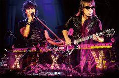 B'z、ライブ映像作品「B'z LIVE-GYM Pleasure 2013 ENDLESS SUMMER -XXV BEST-」第三弾トレーラーはステージ裏も公開 | B'z | BARKS音楽ニュース
