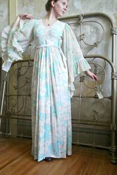 Vintage 1970s Pastel Pale Pink, Green & Blue Floral Flowy Sleeve Florence Welch Summer Festival Maxi Hippie Boho Dress Sz XS // Small