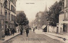 La rue de Ménilmontant vers 1900. On aperçoit le clocher de l'Église Notre-Dame-de-la-Croix.