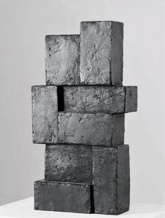 I like simpleness, of this beautiful sculpture. That the same 'rectangle' can become a pretty and creative sculpture.
