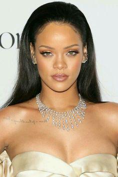 See beauty chameleon Rihanna switch up her 'do yet again with a bright blue hair debut just in time for Crop Over. Beauty Kit, Beauty Secrets, Beauty Hacks, Looks Rihanna, Jenifer Lawrence, Rihanna Fenty, Rihanna Makeup, Beauty Regimen, Bad Gal
