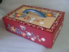 caixa de madeira para costura, pintada a mão, com a técnica bauernmalerei
