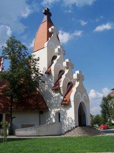 Imre Makovecz - Csíkszereda Church Architecture, Organic Architecture, Futuristic Architecture, Gaudi, Architecture Organique, Image Theme, Unique Buildings, Cathedral Church, Old Churches