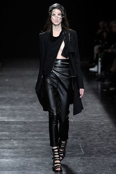 Ann Demeulemeester Spring 2010 Ready-to-Wear Fashion Show - Uliana Tikhova