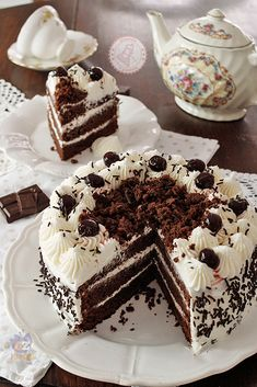 BLACK FOREST CAKE: a very scenic cake that will enrich your special occasions occasioni cake wedding cake kindergeburtstag ohne backen rezepte schneller cake cake Sweets Recipes, Gourmet Recipes, Cake Recipes, Crumpet Recipe, Rhubarb Cake, Black Forest Cake, Fall Cakes, Cupcakes, Mets
