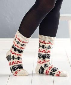 Novitan ja Pirkan suunnittelukilpailun voittajasukan idea syntyi puolukkametsässä. Kirjoneuleessa kulkevat pitsiraidat. How To Start Knitting, How To Purl Knit, Easy Knitting, Knitting Socks, Knit Socks, Christmas Knitting Patterns, Knitting Patterns Free, Knitting Ideas, Woolen Socks