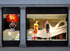 (A través de CASA REINAL) >>>>>  Karen Millen window installation by Mamou-Mani