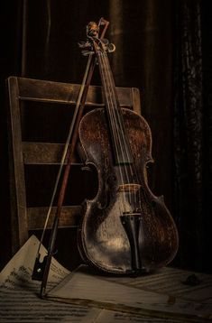 Check out today's list of 50+ dark academia aesthetic wallpaper and dark academia wallpaper options #darkacademiawallpaper #darkacademiaaestheticwallpaper Music Aesthetic, Brown Aesthetic, Paradis Sombre, Natur Wallpaper, Wallpaper Backgrounds, Site Art, Violin Art, The Villain, Still Life Photography