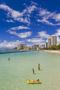 A vacation in Waikiki can be surprisingly affordable if you know where to look.